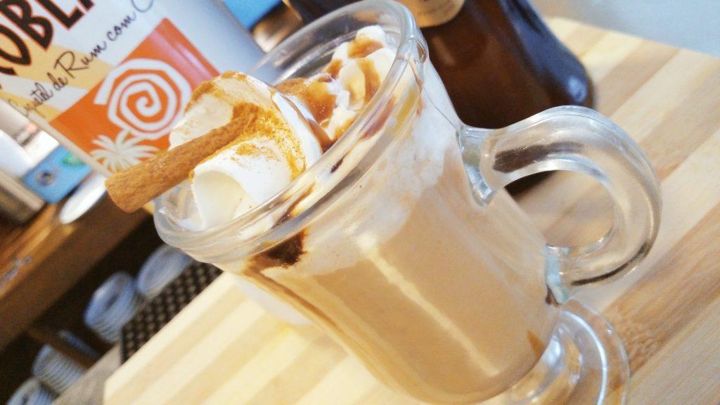 Conheça a bartender Thaty Gidaro e aprenda dois drinks deliciosos para o fim de semana