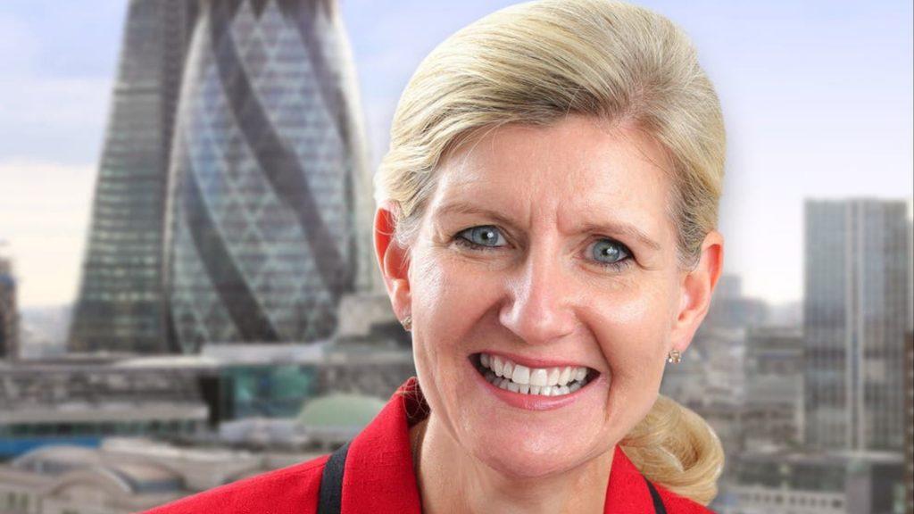 Federação de Futebol da Inglaterra escolhe Debbie Hewitt como primeira mulher presidente