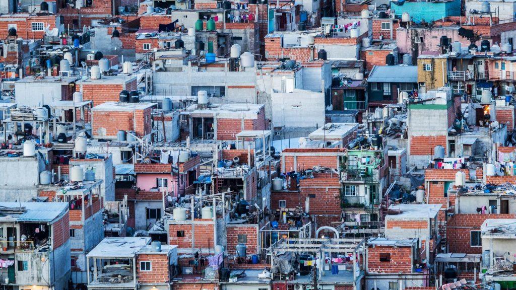 Nina Silva: Pobres permanecem pobres na perpetuação do sistema
