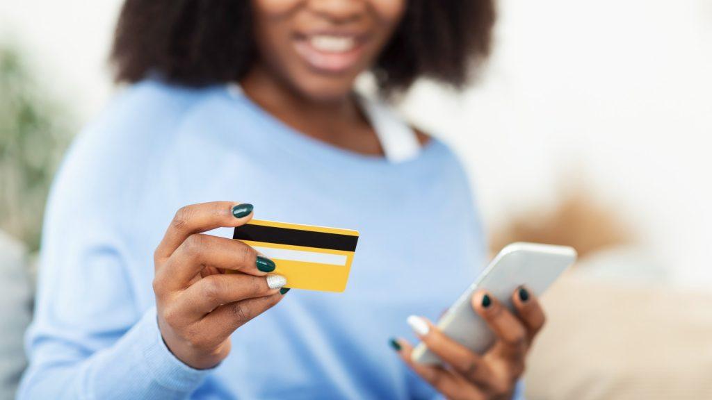 Nina Silva: Movimento Black Money e Credicard lançam cartão em apoio à causa antirracista